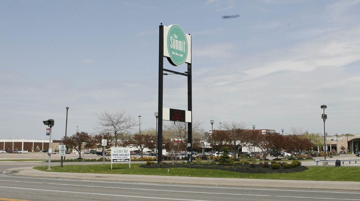 The former Summit Mall will soon be empty after Sears and the Bon-Ton close. (News file photo)